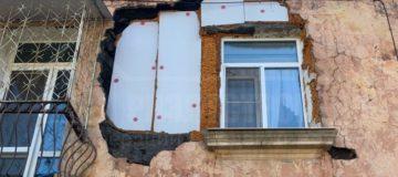Потрескавшаяся «сталинка» в Хабаровске разваливается на глазах у жильцов